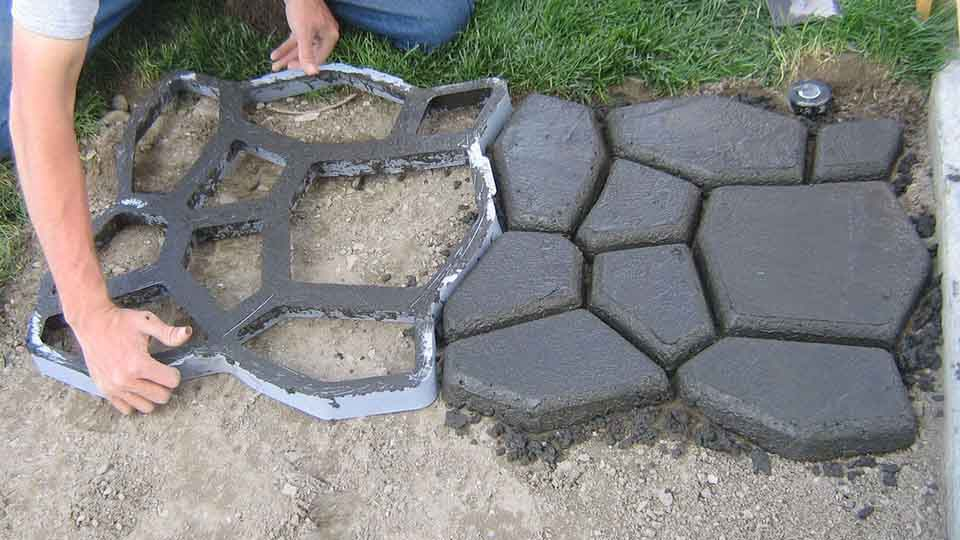 Quikrete walk maker cool things to buy 247 for Piedras para jardin baratas